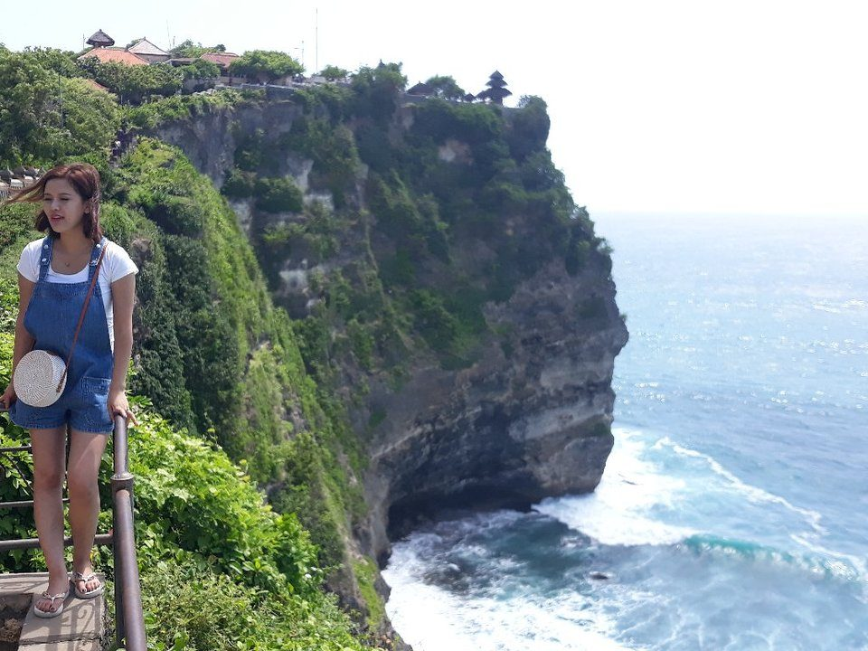 uluwatu cliff, bali esa drivers, tour murah di bali, travel murah di bali